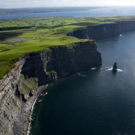 Découvre nos programmes adultes pour une immersion en Irlande.